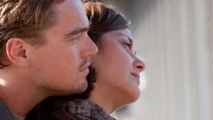 "Hai diễn viên Leonardo DiCaprio và Marion Cotillard trong phim ""Inception"" (© Warner Bros)"