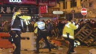 资料图片:2016年2月9日,香港旺角发生警民冲突。