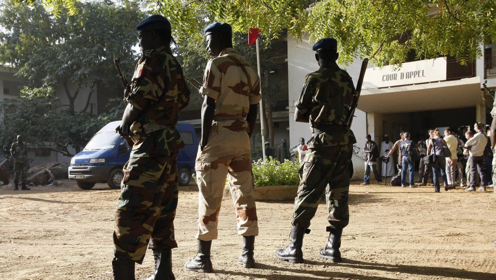 (Picha ya zamani) Askari wa Chad mbele ya mahakama ya N'djamena.