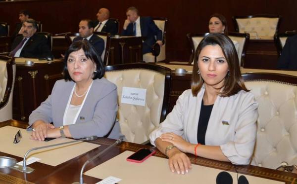 Депутаты Милли Меджлиса Севиндж Фаталиева (слева) и Сахиба Гафарова