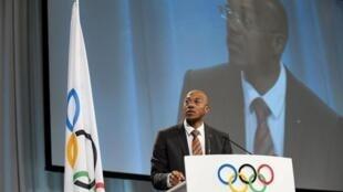 Tsohon dan kwamitin shirya wasannin Olympics na duniya IOC kuma tsohon dan wasannin motsa jiki mai wakiltar kasarsa ta Namibia.