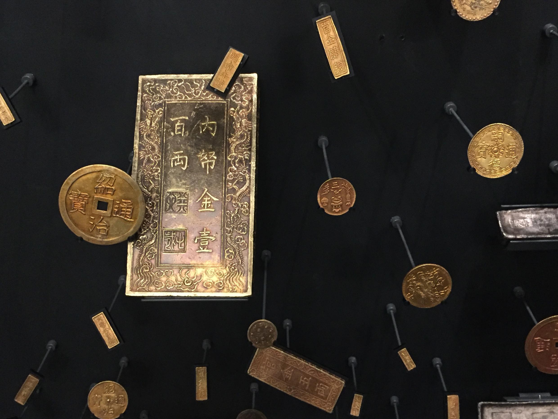 Một phần Kho báu triều Huế, Trésor de Huế, được bảo quản tại Monnaie de Paris.