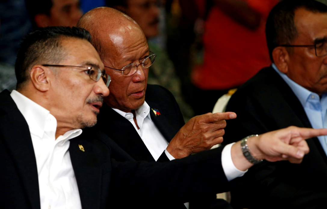 马来西亚与菲律宾两国防长资料图片