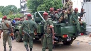 Une patrouille autour de la résidence du président Alpha Condé, le 20 juillet 2011.