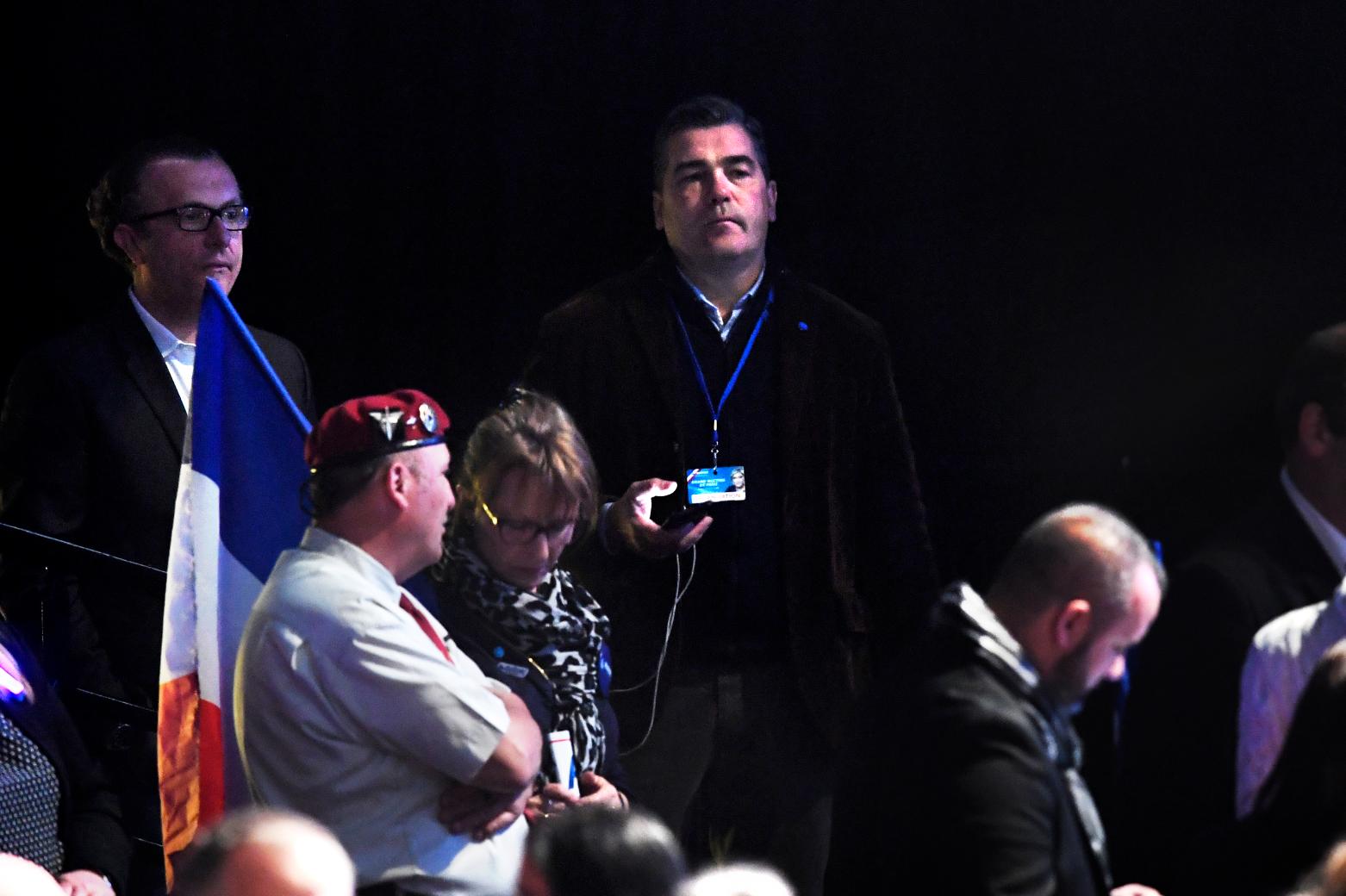 Французские СМИ называют Фредерика Шатийона (справа на заднем плане) ключевой фигурой в схемах Нацфронта