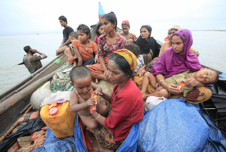 Rất nhiều người tỵ nạn Rohingya chạy từ Miến Điện sang Bangladesh. Một ảnh chụp tại Teknaf, 13/06/2013