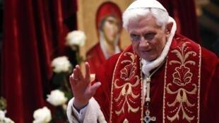 Kiongozi wa Kanisa Katoliki dunini Papa Benedicto wa 16