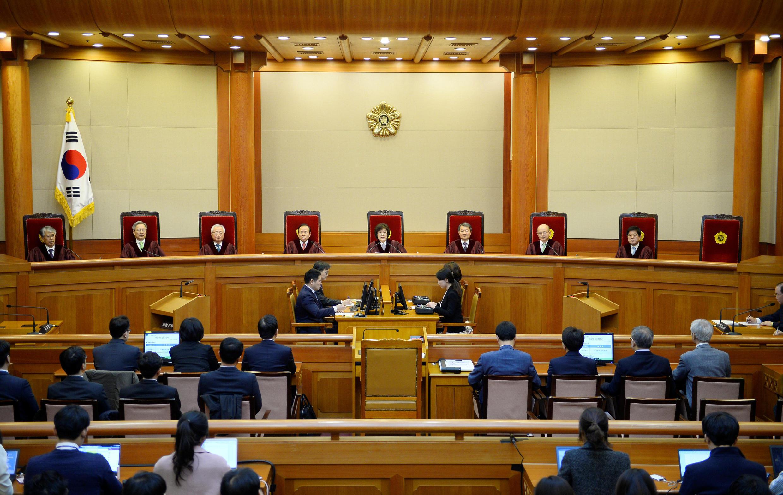 A Corte Constitucional da Coreia do Sul confirmou nesta sexta-feira (10) a destituição da presidente Park Geun-Hye.