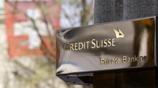 El logo del Banco de Crédito Suizo, visto en la fachada de la agencia de Zurich, Suiza, en abril de 2013. El secreto bancario suizo ha sido una de las vías para burlar al fisco en diferentes países.