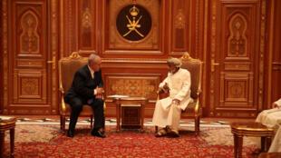Le Premier ministre israélien Benyamin Netanyahu reçu par le sultan Qabous ben Saïd, à Oman, le 26 octobre 2018.
