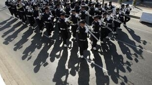 Une fanfare lors de la parade militaire célèbrant le 66e anniversaire de l'indépendance du Liban, dans les rues de Beyrouth, le 22 novembre 2009.