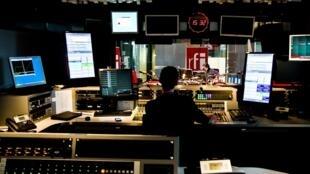Un studio de RFI.