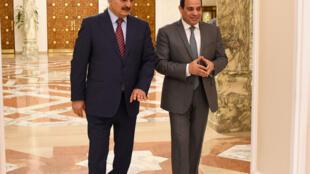 Khalifa Haftar et Abdel Fattah al-Sissi lors de leur rencontre au Caire le 9 mai 2019.