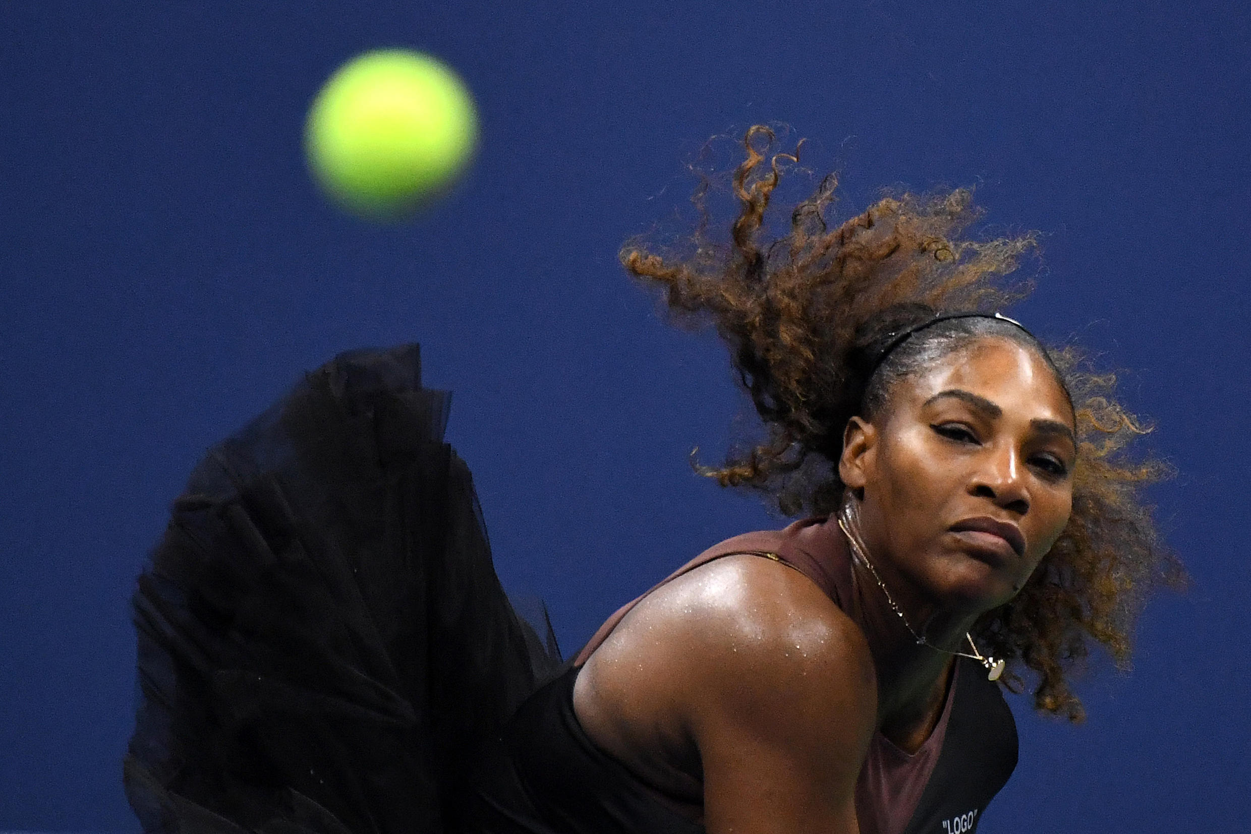 Serena Williams says she will be back from injury for the French Open.