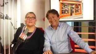 La artista colombiana Elena Farah con Jordi Batallé  en RFI