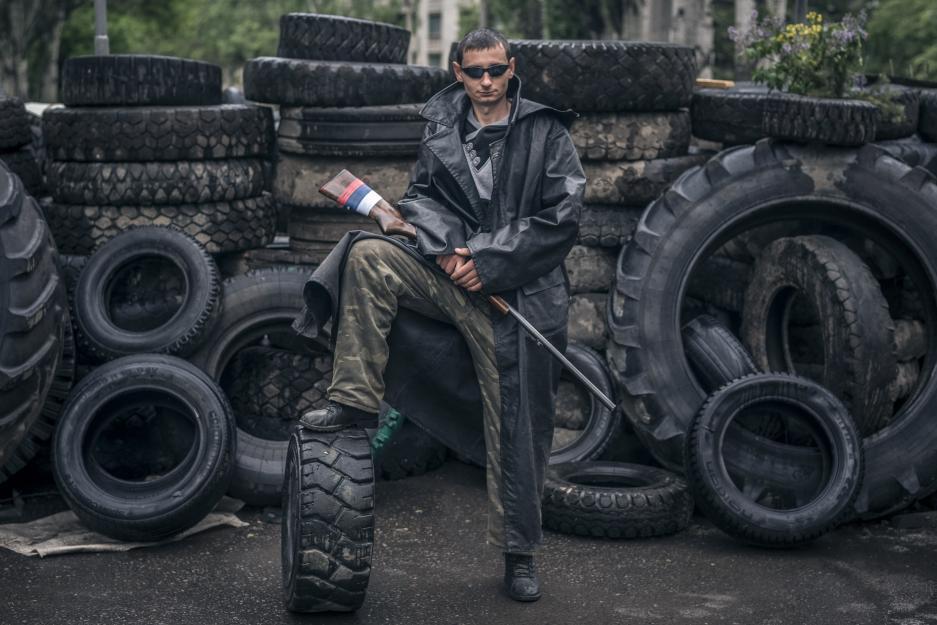 Сепаратист на блокпосту в Славянске