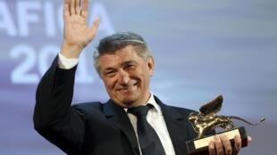 Alexander Sokurov, director of 'Faust', receives the Golden Lion award