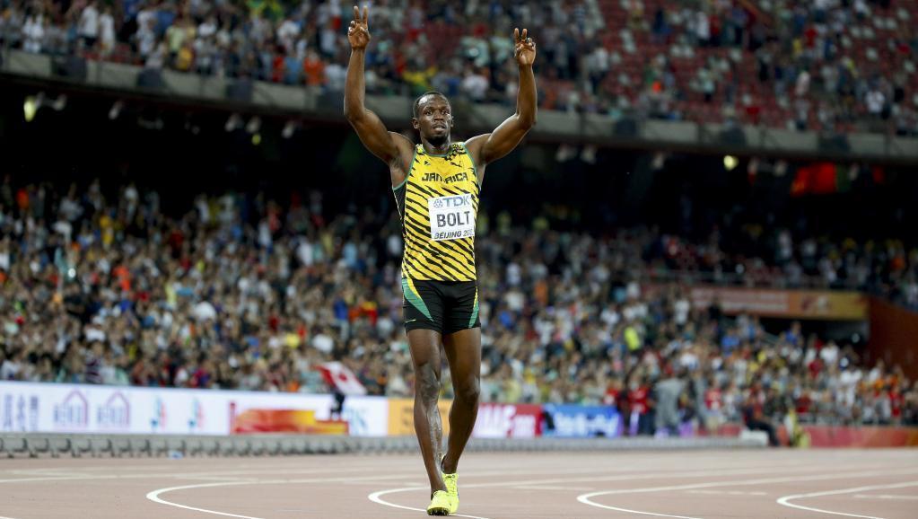 Raia wa Jamaica, Usain Bolt, anaadhimisha taji lake la tatu la dunia katika mbio za mita 100, Agosti 23, 2015, Pékin.
