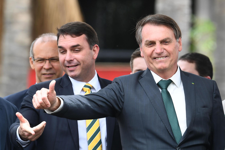 Jair Bolsonaro tareda rakiyar dan sa  Sanata Flavio Bolsonaro