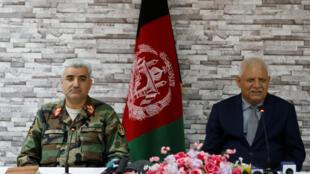 Le ministre afghan de la Défense Abdullah Habibi et le chef d'état-major des armées Qadam Shah Shahim ont donné une conférence de presse, ce 24 avril 2017, après avoir annoncé leur démission.