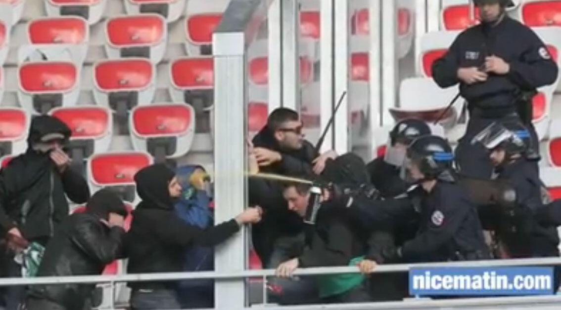 Captura de vídeo com cenas de violência que foram registradas antes do jogo entre Nice e Saint-Etienne.