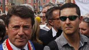 Мэр Ниццы Кристиан Эстрози крайний слева.