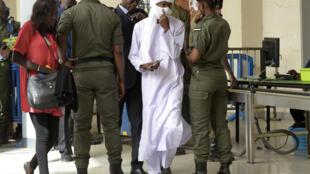 (archive de 2016) Procès Hissène Habré à Dakar. Reconnu coupable de viol, crimes de guerre, tortures et crimes contre l'humanité lors de ses années au  pouvoir, l'ex-président du Tchad a été condamné le 30 mai 2016 à la réclusion à perpétuité.