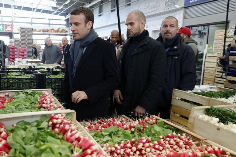 Visita de Macron à central de abastecimento de Rungis, durante a campanha presidencial.