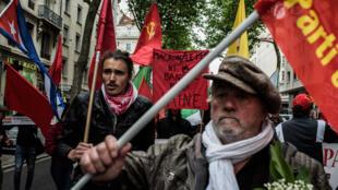 Les manifestants défilent lors du rassemblement annuel des travailleurs du 1er-Mai à Lyon, en 2017.