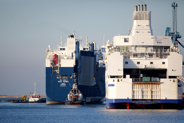 O cargueiro Bahri Yanbu no porto de Cherbourg. A embarcação é acusada de transporte de armas para o conflito do Iêmen. Em 6 de fevereiro de 2020.