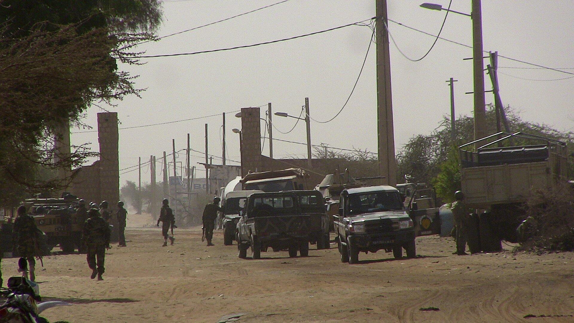 (Photo d'illustration) Des militaires maliens à l'entrée de Tombouctou, le 5 février 2016.