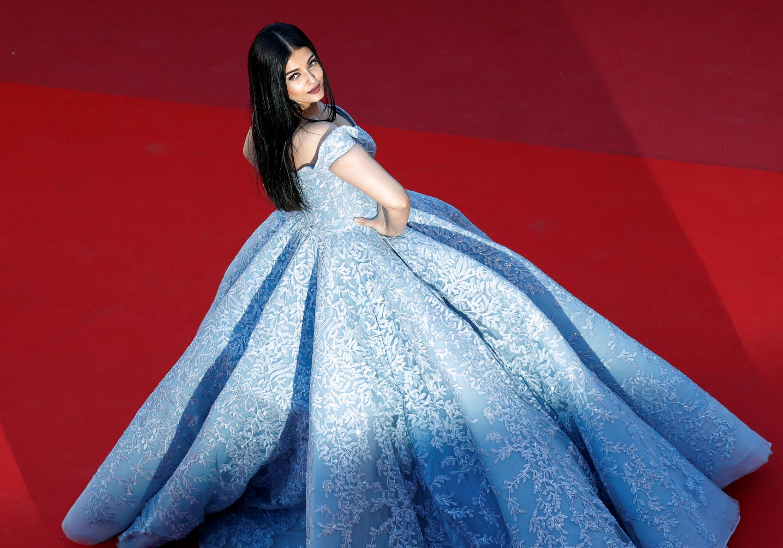 戛納國際電影節19日放映競賽片OKJA,這是演員 Aishwarya Rai登紅地毯的情景。