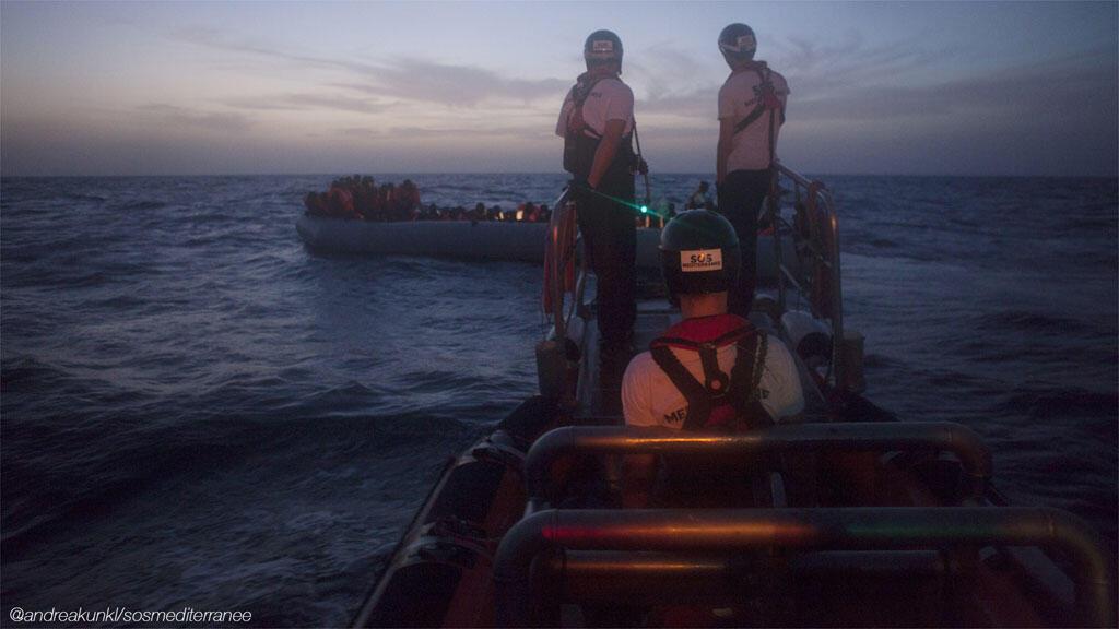Les sauveteurs de l'Aquarius travaillent aussi en pleine  nuit.