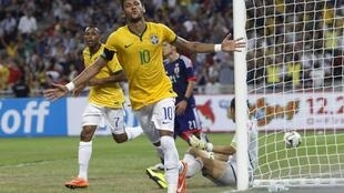 Brasil goleia o Japão com 4 gols de Neymar.