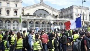 Quelques centaines de manifestants «gilets jaunes» se sont rassemblés à la gare de l'Est à Paris, le 30 mars 2019 (illustration).