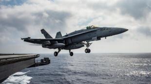 យន្តហោះចម្បាំងធុន F/A-18E Super Hornet ដែលអាមេរិកប្រើសម្រាប់បាញ់ទម្លាក់យន្តហោះចម្បាំងស៊ីរី កាលពីថ្ងៃអាទិត្យ ១៨មិថុនា ២០១៧