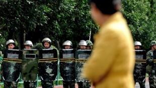Un barrage de police dans la province du Xinjiang, où les autonomistes ouïghours sont régulièrement accusés d'attentats.