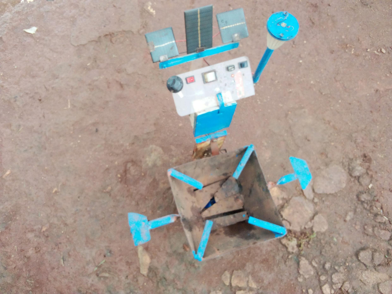 Malawi innovator George Kalichero's cooking stove prototype.