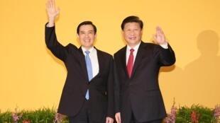2015年11月马英九与习近平在新加坡首举会见。