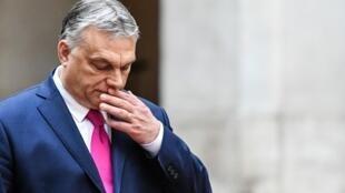 Le Premier ministre hongrois est arrivé en Italie ce lundi 3 février pour une rencontre des ténors de la droite dure européenne.