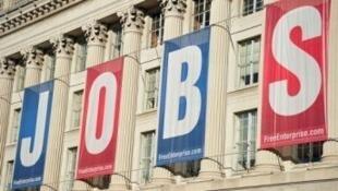 O índice de desemprego nos Estados Unidos  caiu um décimo, até 7,2% em setembro.