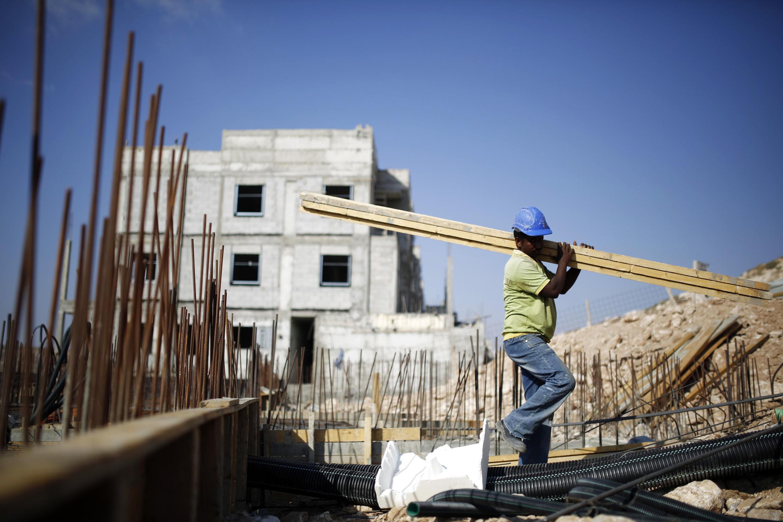 Công trường xây dựng một khu định cư mới  trên đất  Palestine. Ảnh chụp ngày 12/08/2013.