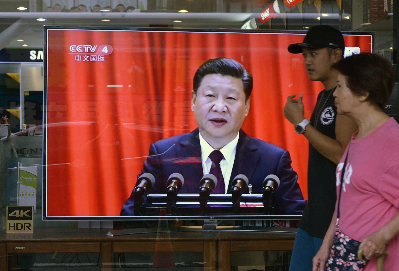 Truyền hình Đài Loan đưa lại cảnh lãnh đạo Trung Quốc Tập Cận Bình phát biểu tại Đại Hội 19, đảng Cộng Sản Trung Quốc, đe dọa ý định độc lập của Đài Bắc, 18/10/2017.