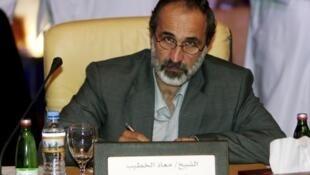 معاذ الخطیب، یک روحانی و از چهرههای میانه روی اپوزیسیون به عنوان رهبر این اتئلاف تازه برگزیده شد