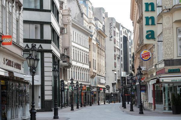 Le centre ville de la capitale hongroise, Budapest, déserté par ses habitants en raison de l'épidémie de coronavirus, le 28 mars 2020.