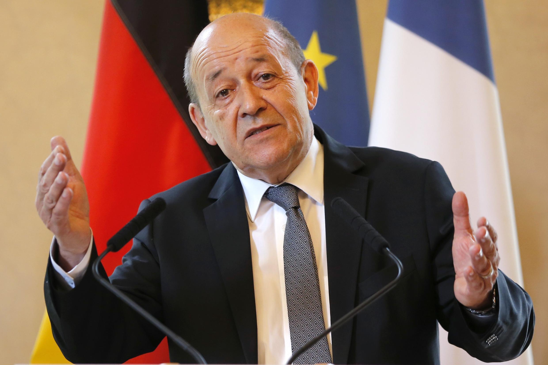 Ministro francês da Defesa, Jean-Yves Le Drian, explicou nesta sexta-feira (9) a importância de combater o grupo Estado Islâmico.
