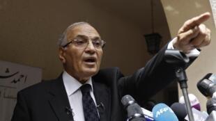Ahmad Chafiq, ex-Pemier ministre d'Hosni Moubarak et candidat à la présidentielle égyptienne, lors d'une conférence de presse au Caire, le 26 mai 2012.