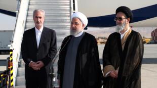 Le président iranien Hassan Rohani (c) à l'aéroport de Tabriz, au nord-ouest de l'Iran, le 1er août 2019.