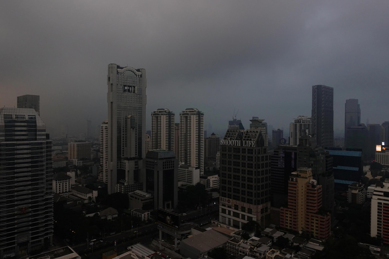 Céu de Bangcoc nesta segunda-feira (15).