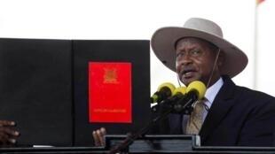 O Presidente ugandês Yoweri  Museveni durante a tomada de posse, a 12 de Maio de 2016.omou posse hoje,